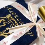 Тигр вышитый золотой металлизированной нитью на синем махровом халате