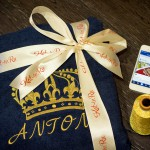 Синий халат с вышивкой короны и имени золотой металлизированной нитью