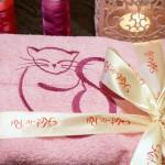 Розовый халат с вышитой кошкой