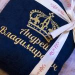 Синий махровый халат с вышивкой имени и короной