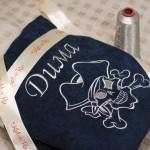 Веселый роджер (пиратский череп) вышитый на именном синем халате