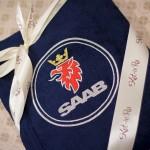 Вышивка на махровом халате логотипа Saab