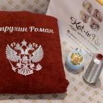 Герб, вышитый серебром на красном халате