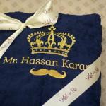 вышивка золотой нитью изображения усов и короны с именем