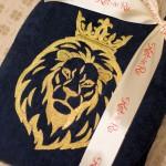 Лев вышитый во всю спину махрового синего халата