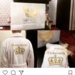 Фотоотзыв на белый именной халат с вышитой золотой короной